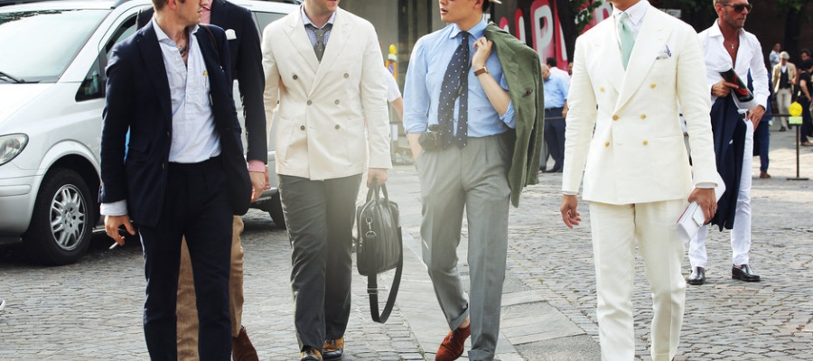 The-off-white-DB-summer-suit-with-pastel-green-tie-and-collar-pin